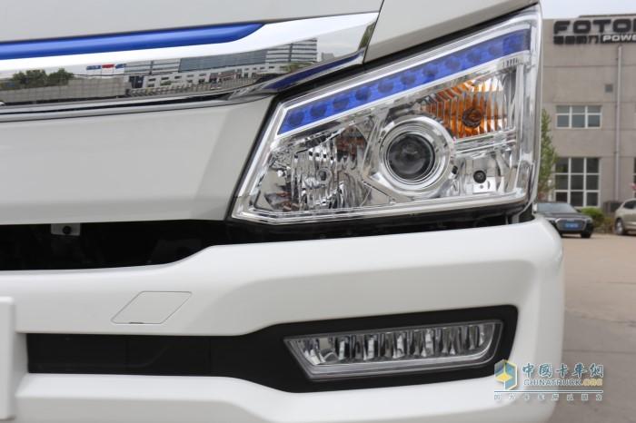 大灯标配了LED日间行车灯