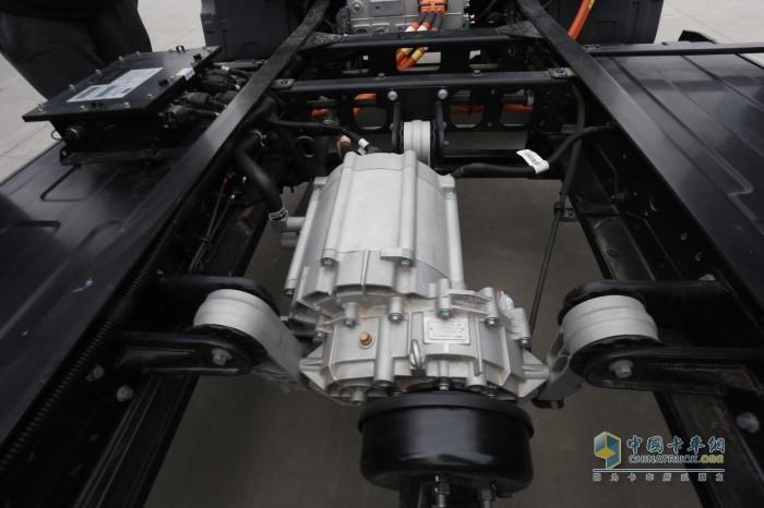 动力配置方面采用了峰值功率115kW的永磁同步直驱电机