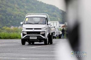 吉利商用车3.5吨锋锐小卡来袭 上市当天获万台订单