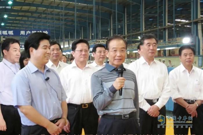 2011年10月14日,时任国务院总理温家宝在大运集团(广州)摩托车生产基地调研。