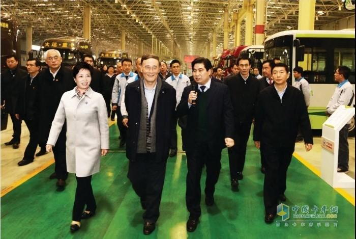 国家副主席王岐山在大运集团(运城)重卡生产基地考察党建工作情况