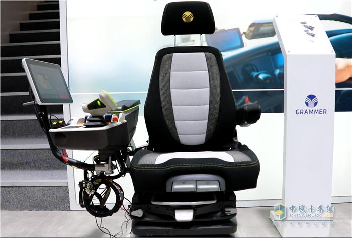 格拉默MSG97AL/722座椅及MFA-M AG中型多功能扶手