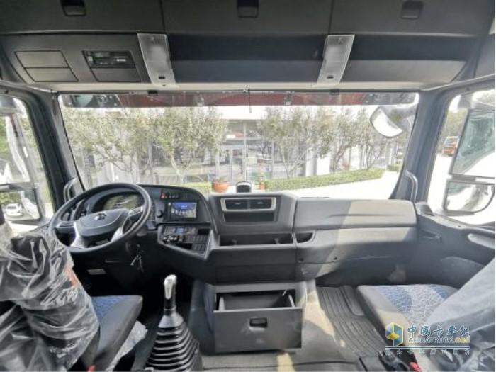 中国重汽汕德卡G7驾驶室非常舒适