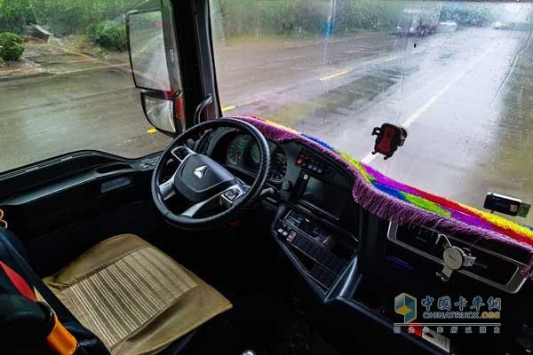 汕德卡C7H自动挡牵引车