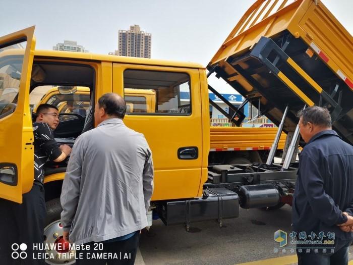 """东风多利卡双排自卸车是一款集""""装、运、卸""""为一体的综合性运输自卸车"""
