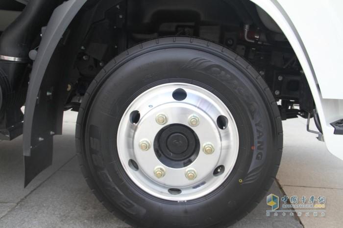 轮毂采用铝合金材质