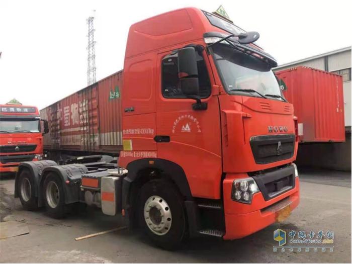 中国重汽  豪沃  牵引车