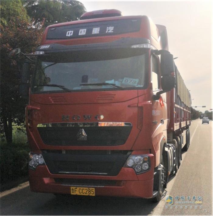 中国重汽  豪沃T7H牵引车