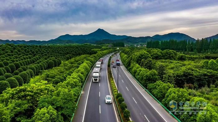 曼恩全新TGX全国路演活动第四站抵达风景如画的杭州