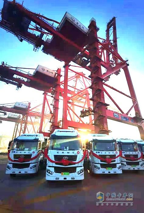助力唐山海港绿色启航 30台华菱汉马电动重卡顺利交付