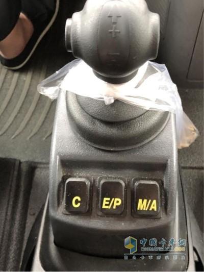 汕德卡G7匹配了重汽自主的S-AMT 16变速箱
