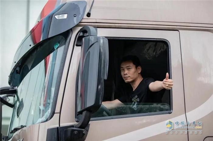 东风商用车  天龙KL  牵引车