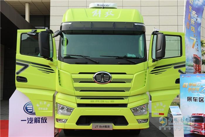 一汽解放J7 8x4载货车
