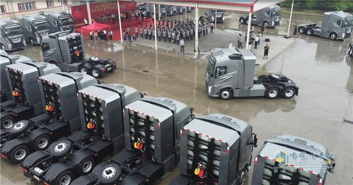 大运重卡  氢燃料牵引车