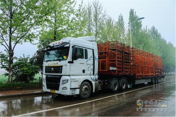中国重汽  汕德卡   牵引车