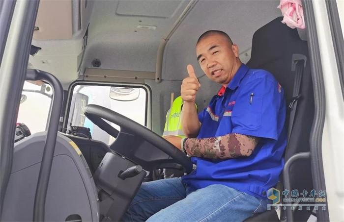 三一搅拌车驾驶员郑师傅为三一安全性点赞