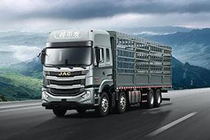 最挣钱的国六载货车!格尔发8×4自动挡载货车好开还省油