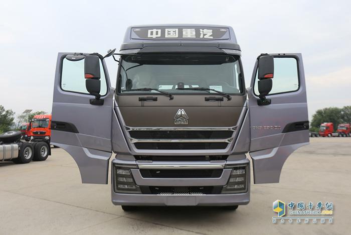 重汽豪沃TH7犇赢版国六牵引车
