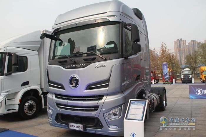 陕汽德龙X6000 LNG牵引车