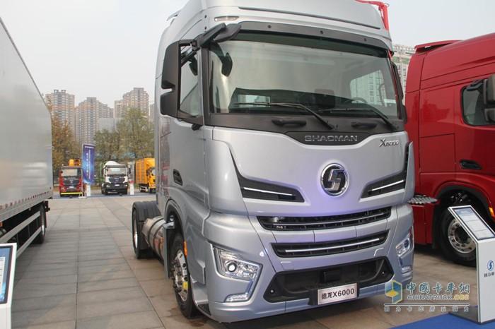 陕汽德龙X6000 LNG牵引车搭载潍柴WP15NG530天然气发动机
