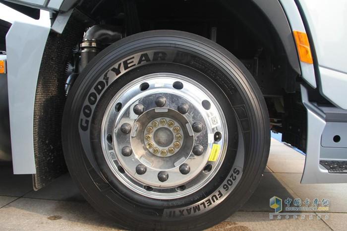 采用铝合金轮辋等轻量化设计