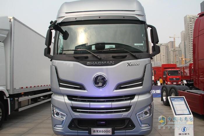 德龙X6000 LNG牵引车配备了安全预警装置