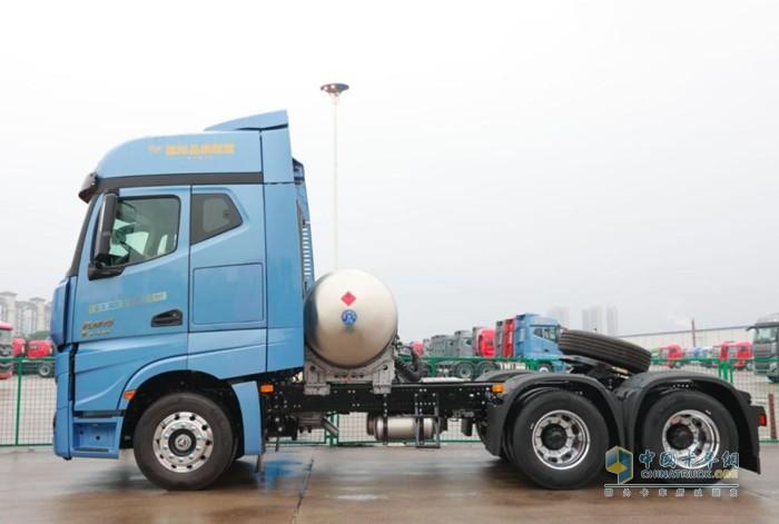 江淮跨越K7530+大马力天然气自动挡牵引车