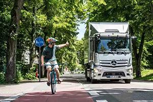 减排降噪 服务续航的发展新理念,奔驰eActros亮相世界