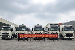 激情8月,30台豪沃T7 LNG危险品牵引车批量交付日照大客户!