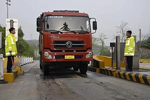 湖北省公安交管局发布通告:中重型货车高速上右侧行驶新规正式实施!
