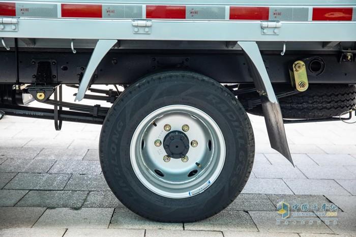 货箱横梁采用高强板辊压成型