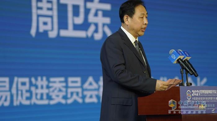 中国国际贸易促进委员会机械行业分会会长周卫东对首届全国智能驾驶测试赛进行介绍