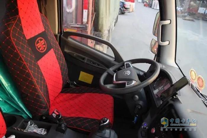 解放轻卡虎VN载货车驾驶室舒适度很高
