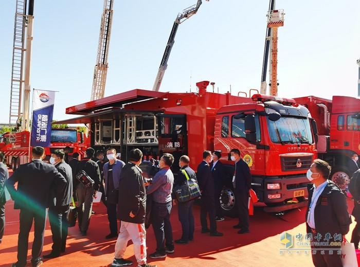 在消防应急领域的国产专用车底盘市场中,中国重汽产品约占80%份额