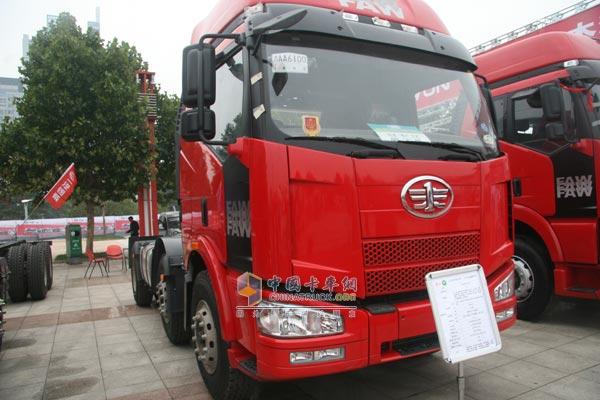 解放J6卡车-一汽解放携众多产品亮相济南卡车展高清图片