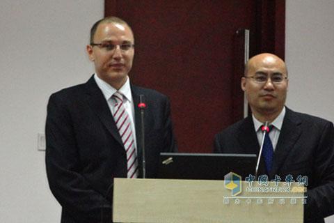 福伊特驱动中国公路事业部总监安德睿介绍液力缓速器相关情况