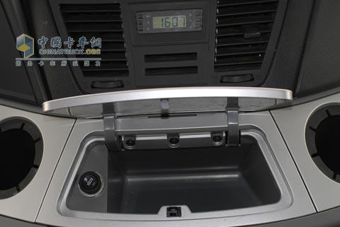 重庆买手机_【图】北奔重卡V3驾驶室内饰_新闻图片_中国卡车网