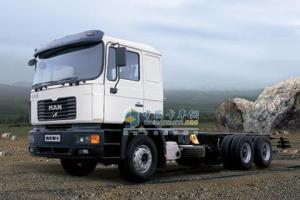 青年曼 300马力 6×4 牵引车 YTQ1250FD1
