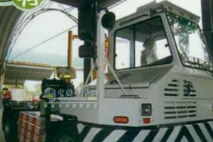 陕汽 4X2 偏置液化天然气 码头牵引车