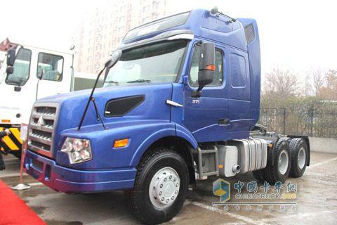 中国重汽 威泺长头车牵引车 重载版 370马力