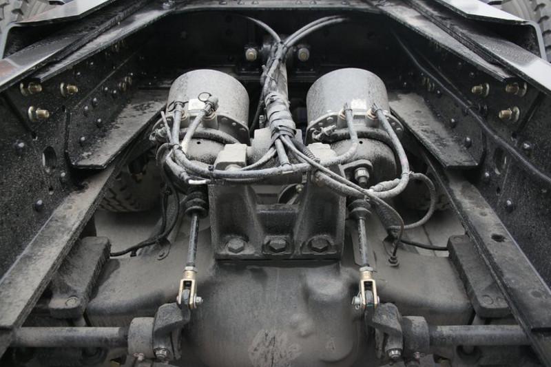 陕汽重卡 德龙X3000 超强版 550马力 6X4 国五牵引车(SX42584Y324)