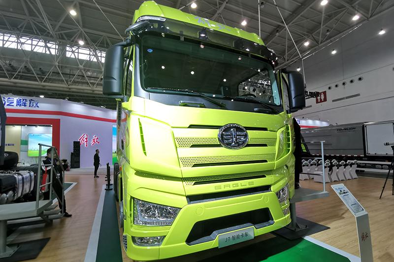 一汽解放 J7重卡 6×4 550马力 国六 智能牵引车