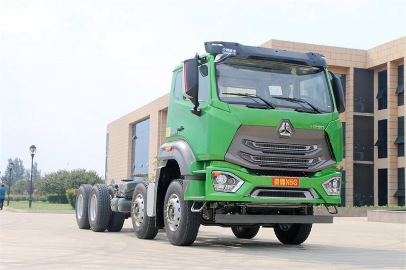 中国重汽 豪瀚N5G重卡 310马力 国五 8X4自卸车底盘(ZZ3315N3063E1)