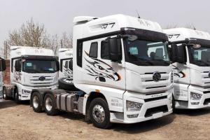 一汽解放 J7重卡 550马力 6X4 国五AMT自动挡牵引车(一汽)(CA4250P77K25T1E5)