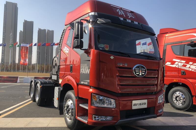 一汽解放 J6P重卡 440马力 6×4 国六LNG牵引车(CA4250P66M25T1E6)