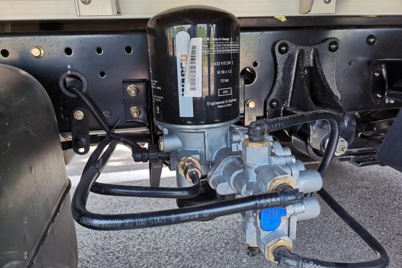 飞碟汽车 W5 130马力 4×2 国六 4.18米 单排仓栅载货车(FD5040CCYW68K6-1)