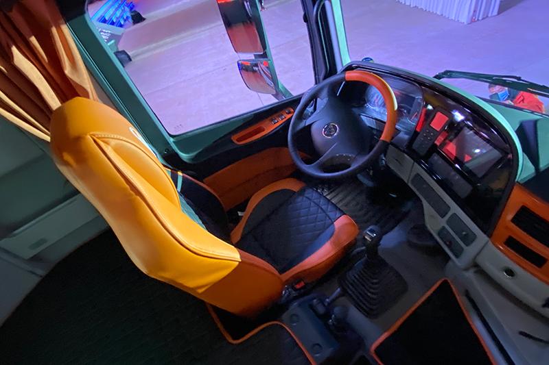 福田戴姆勒 凯曼貔貅 500马力 6×4 国五 牵引车