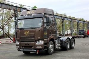 一汽解放 J6P重卡 标载型 350马力 6X4 国五LNG牵引车(CA4250P66T1A3E24M5)