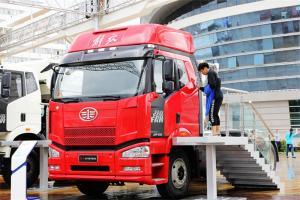 一汽解放 J6P重卡 2014款 390马力 6X4 国四LNG牵引车(CA4250P66T1A2E22M4)