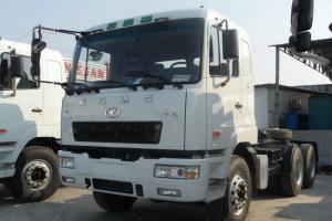 华菱重卡 420马力 6X4 国四牵引车(HN4252B34C2M4)